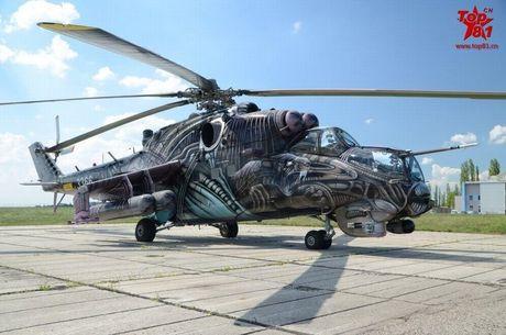 Ron toc gay lop nguy trang cua 'xe tang bay' Mi-24 - Anh 6