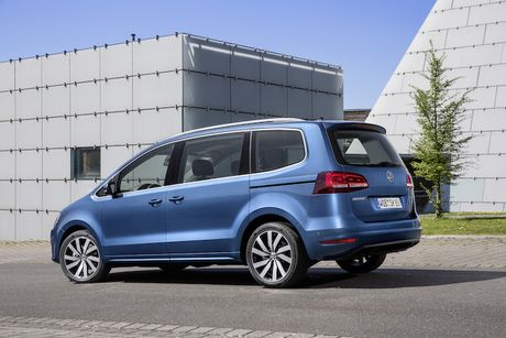 Volkswagen Sharan sap ve Viet Nam 'dau' Honda Odyssey - Anh 4