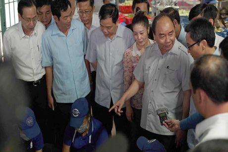 Chuyen 'vi hanh' mang nhieu thong diep cua Thu tuong Nguyen Xuan Phuc - Anh 1