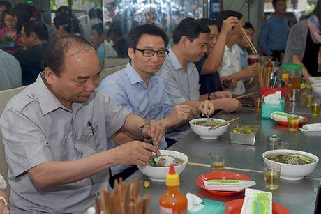 Chuyen 'vi hanh' mang nhieu thong diep cua Thu tuong Nguyen Xuan Phuc - Anh 3