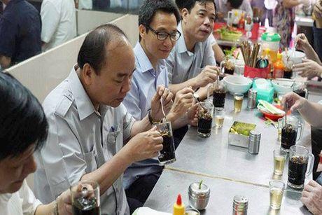 Chuyen 'vi hanh' mang nhieu thong diep cua Thu tuong Nguyen Xuan Phuc - Anh 4