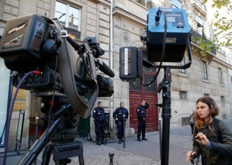 "Kim Kardashian bi cuop 10 trieu USD ngay o Paris: Tat ca vi toi ""khoe cua""? - Anh 2"