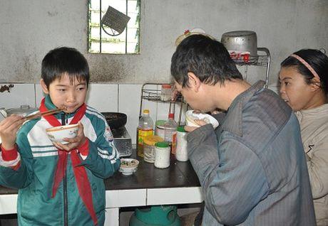 Thuong tam: Cau be lop 7 o Thanh Hoa viet don xin thoi hoc vi nha het gao - Anh 4