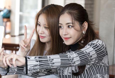 Ji-yeon (T-ara) om ap Chi Pu va muon dong phim tai Viet Nam - Anh 8