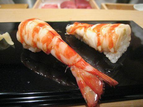 Tiem sushi chi co 10 ghe ma Beckham, Obama cung phai xep hang ghe tham - Anh 10