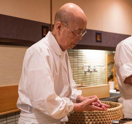 Tiem sushi chi co 10 ghe ma Beckham, Obama cung phai xep hang ghe tham - Anh 1