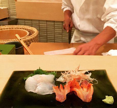 Tiem sushi chi co 10 ghe ma Beckham, Obama cung phai xep hang ghe tham - Anh 2