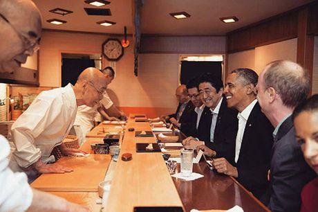 Tiem sushi chi co 10 ghe ma Beckham, Obama cung phai xep hang ghe tham - Anh 3
