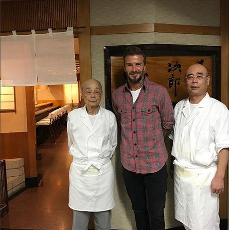 Tiem sushi chi co 10 ghe ma Beckham, Obama cung phai xep hang ghe tham - Anh 4