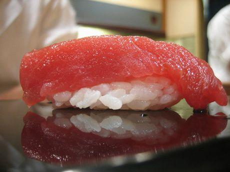 Tiem sushi chi co 10 ghe ma Beckham, Obama cung phai xep hang ghe tham - Anh 5