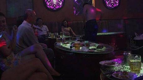 """Phía sau cánh cửa karaoke-Kỳ 1: Những trò thác loạn thâu đêm của """"khách làng chơi"""""""