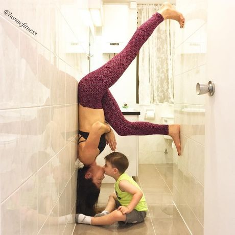 'Ba me dang ne cua nam': Vua cham 4 con vua phoi hop tap gym va yoga - Anh 3
