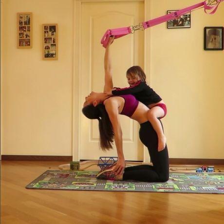 'Ba me dang ne cua nam': Vua cham 4 con vua phoi hop tap gym va yoga - Anh 5