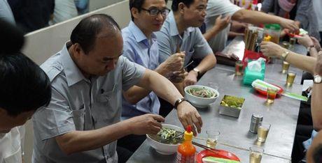 Clip Thu tuong an pho, uong ca phe da Sai Gon - Anh 1