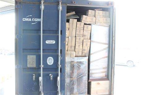Can canh hang hoa vi pham trong container nhap khau tu Phap - Anh 1