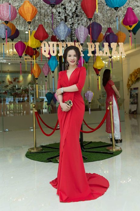 Hoa hau Le Thanh Thuy 'don tim' voi dam da hoi quyen ru - Anh 1