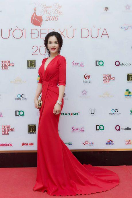 Hoa hau Le Thanh Thuy 'don tim' voi dam da hoi quyen ru - Anh 2