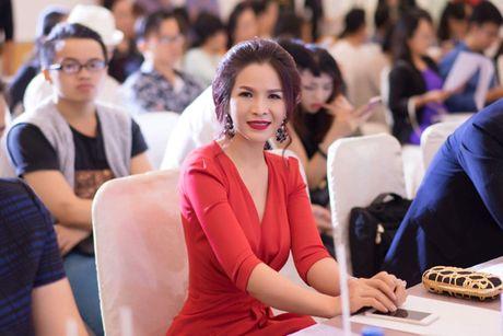Hoa hau Le Thanh Thuy 'don tim' voi dam da hoi quyen ru - Anh 7