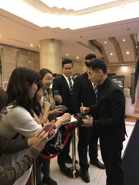 Isaac bat ngo nhan giai 'Ngoi sao moi' tai 'Asia Star Awards' - Anh 4
