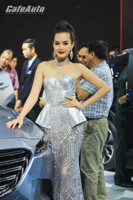 "Dan mau xinh ""ngat ngay"" tai Trien lam O to Viet Nam 2016 - Anh 15"