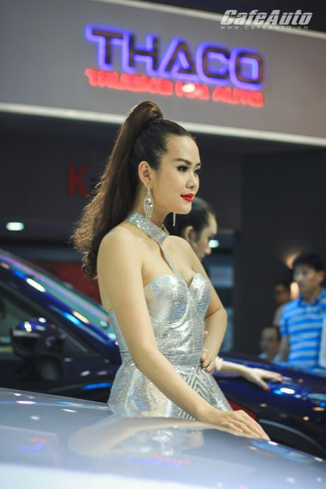 "Dan mau xinh ""ngat ngay"" tai Trien lam O to Viet Nam 2016 - Anh 20"
