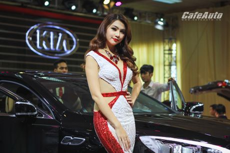 "Dan mau xinh ""ngat ngay"" tai Trien lam O to Viet Nam 2016 - Anh 3"