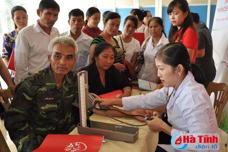 Hon 700 khach hang tham gia ngay hoi 'Khoe cung AIA' - Anh 1