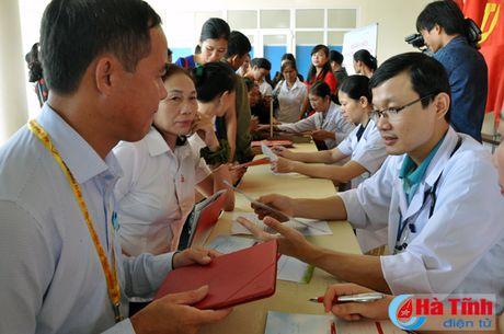 Hon 700 khach hang tham gia ngay hoi 'Khoe cung AIA' - Anh 2