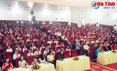 Hon 700 khach hang tham gia ngay hoi 'Khoe cung AIA' - Anh 5