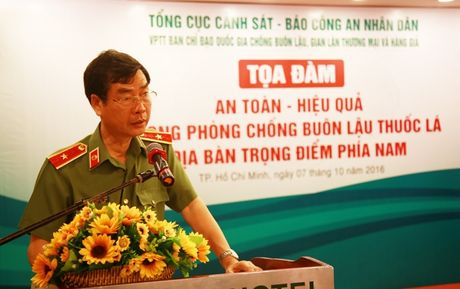 TP.HCM trien khai ke hoach chong buon lau thuoc la - Anh 2