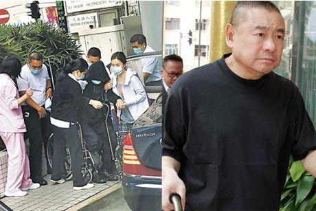 'Ty phu chuyen san sao nu' cua Hong Kong ngoi xe lan o tuoi 65 - Anh 1