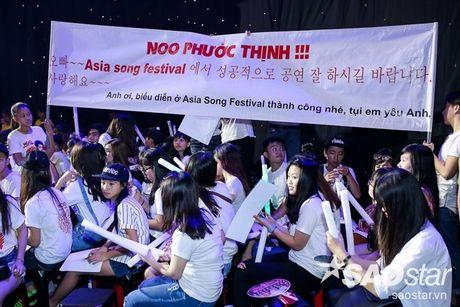 Fan keo bang-ron chuc Noo thanh cong tai 'Asia Song Festival' duoi san khau The Voice Kids - Anh 1