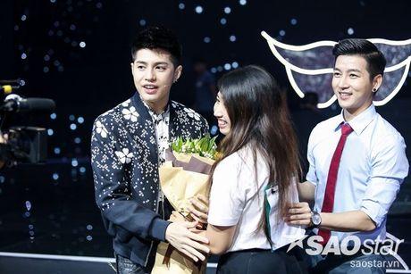 Fan keo bang-ron chuc Noo thanh cong tai 'Asia Song Festival' duoi san khau The Voice Kids - Anh 4