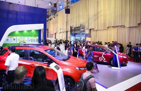 Hang ngan luot khach tham quan Vietnam Motor Show 2016 - Anh 1