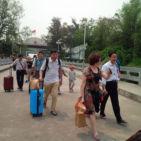 Viet tiep 'Hon loan thi truong khach Trung Quoc': Lach luat de dang, DN ngoai tinh ap dat thi truong - Anh 1