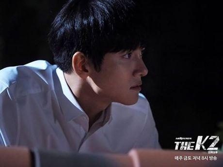 K2: Ngam Yoona an mi tom, Ji Chang Wook cuoi tit mat - Anh 1