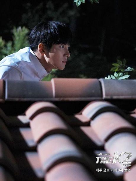 K2: Ngam Yoona an mi tom, Ji Chang Wook cuoi tit mat - Anh 2