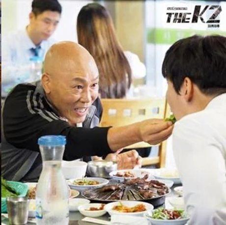 K2: Ngam Yoona an mi tom, Ji Chang Wook cuoi tit mat - Anh 32
