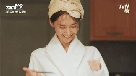 K2: Ngam Yoona an mi tom, Ji Chang Wook cuoi tit mat - Anh 9