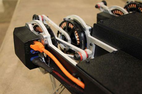 Clip: Robot co the leo rao, mo cua voi gia 1.500 USD - Anh 3