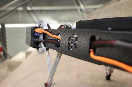 Clip: Robot co the leo rao, mo cua voi gia 1.500 USD - Anh 4
