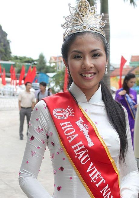No luc cai thien nhan sac cua hoa hau 'sach' nhat Viet Nam - Anh 4