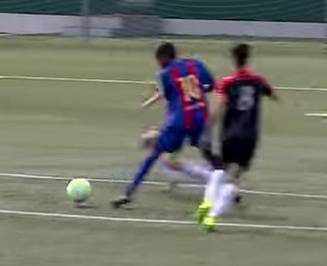 Sao tre Barcelona tai hien 'sieu pham' cua Bergkamp - Anh 1