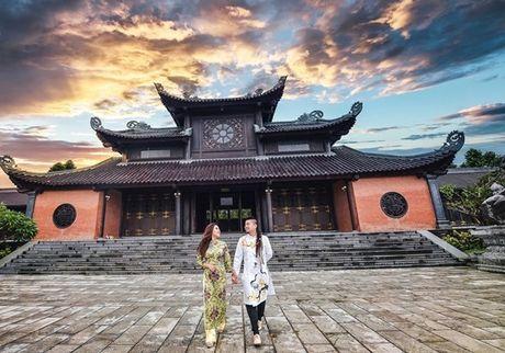 Choang voi cach 'thach cuoi' cua nu dao dien 'trieu view': Di qua du 20 nuoc moi chiu ve chung mot nha - Anh 11
