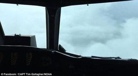 Clip: P-3 Orion cai tien bay vao tam bao mat quy Matthew - Anh 1