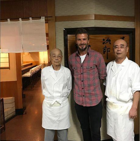 Nha hang sushi huyen thoai duoc nhieu nguoi noi tieng ghe tham - Anh 1