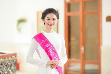"""A hau Thuy Dung: Khong luot facebook, thich mac do cu va """"con e dai dai""""... - Anh 1"""