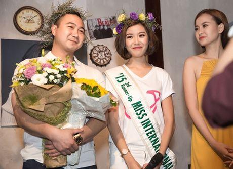 Ban trai dai gia cua A hau Thuy Van lan dau lo dien truoc cong chung - Anh 6