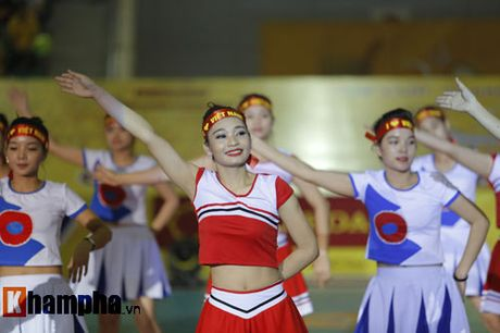 O tuoi bam, Hoa khoi Kim Hue tung hoanh tren san - Anh 2