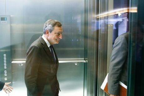 ECB co the dat muc tieu lam phat cuoi nam 2018 - Anh 1